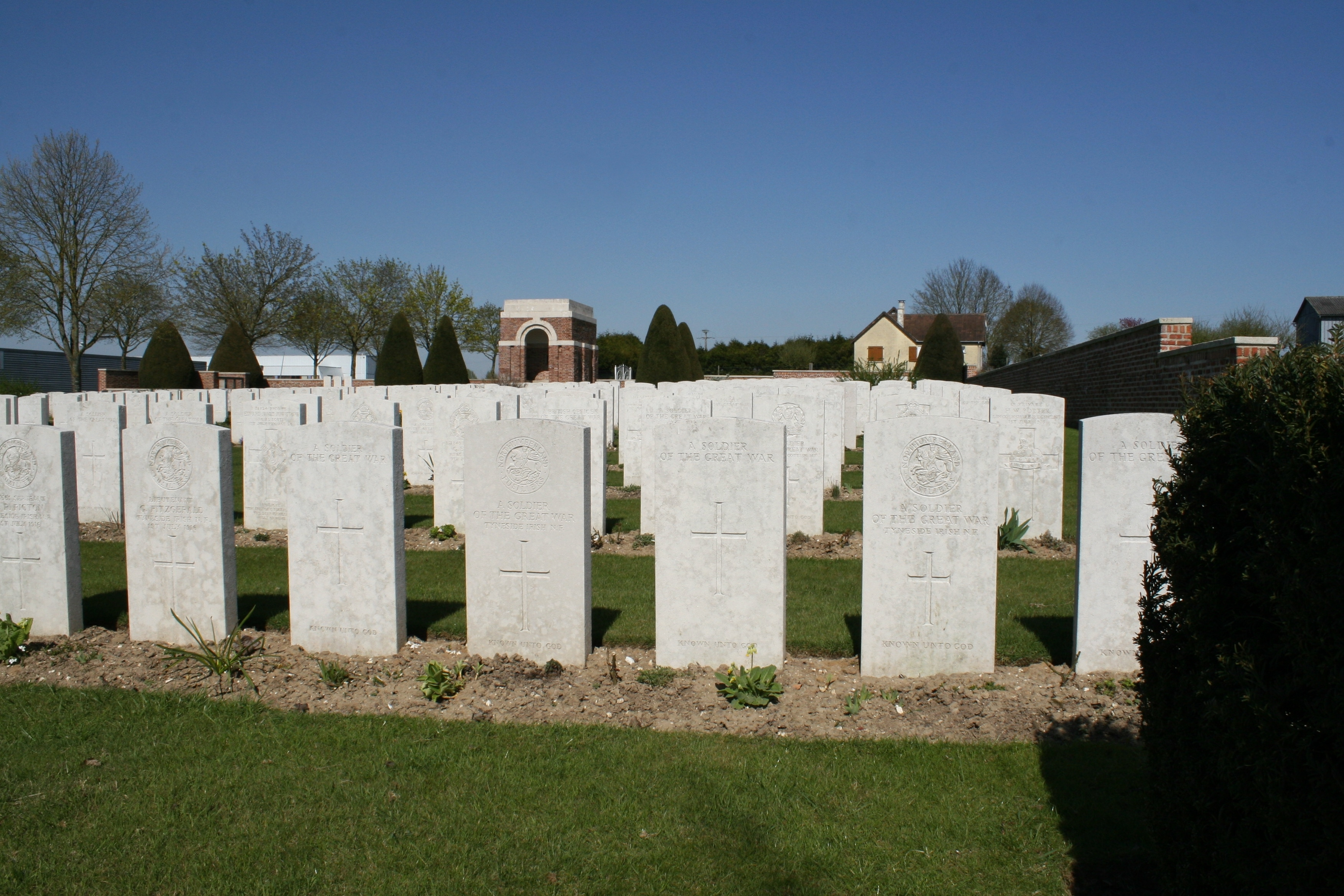 Travels on the Somme Part Eleven – Bapaume Post Military Cemetery ...
